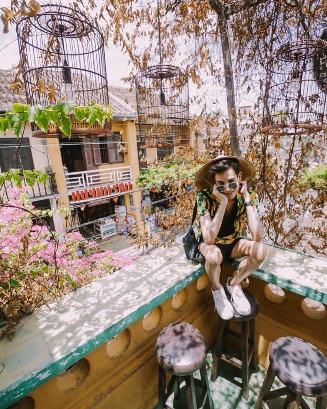 #travel #traveling #travelgram #travelpics #ilovetravel #travelling O melhor caf, com as buzinas mais altas tudo isso misturado numa gastronomia sensa e regado com muito amor de um povo muito feliz sem ter muito, bom dia Vietn........#vietnam #hanoi #saigon #travel #danang #love #travelphotography #n #photography #vietnamese #t #asia #ng #hochiminhcity #l #vietnamtravel #hochiminh #hoian #like #s #wanderlust #indonesia #travelgram #c #fashion #thailand #rodi #ch #sapa #bhfyp