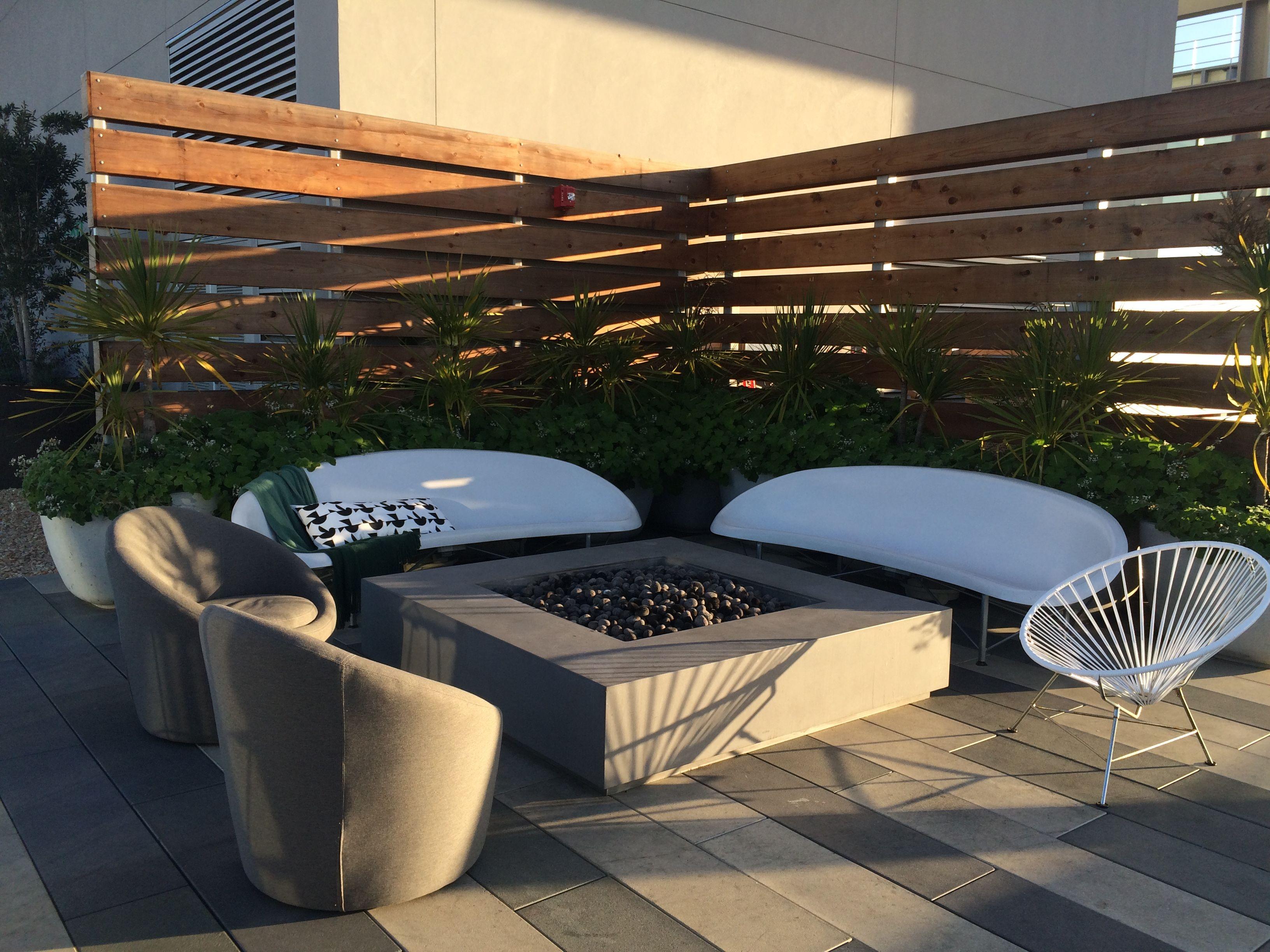 The Helios Lounges On The 100 Van Ness Roof Deck Heatedoutdoorfurniture Hotseat Backyard Patio Designs Patio Design Backyard Patio