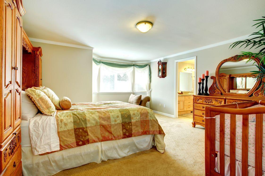 Spacious bedroom with beige carpet Modern bedroom, Beige