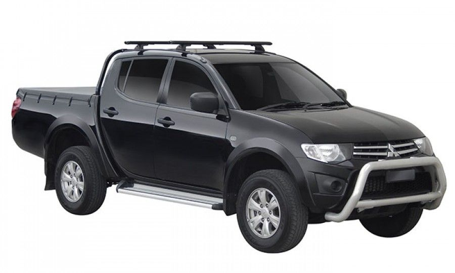 A Yakima Heavy Duty Roof Rack Built Tough For Your Land Rover Discovery Modern Rock Solid And Functional Roof Rack Yakima Roof