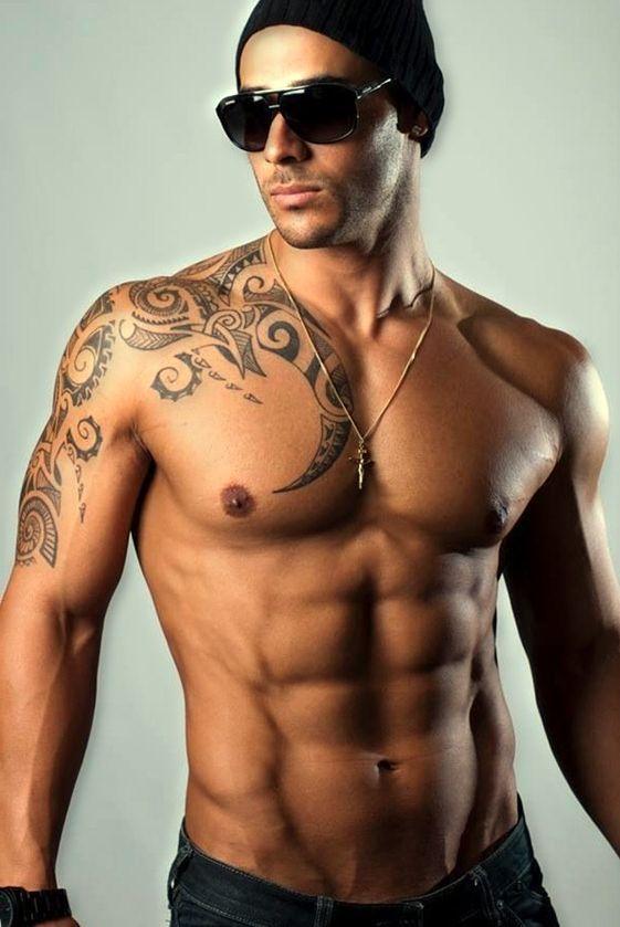 maori tatuaż dla mężczyzny | Tribal shoulder tattoos, Mens