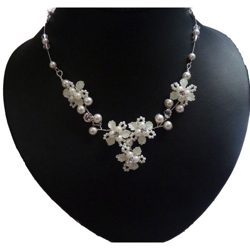 Brautschmuck perlen ivory  Design Brautschmuck Perlen und ivory Blüten | Bridal necklace ...