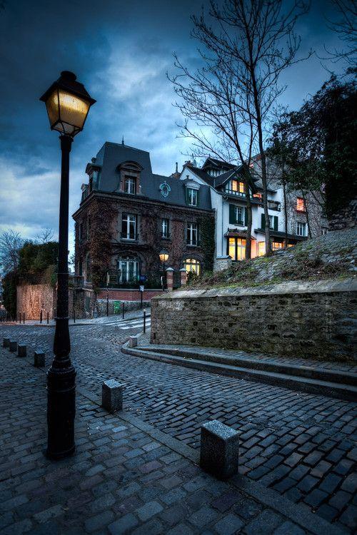 Lampadaire Dans La Rue Lampadaire Dans Une Rue De Montmartre