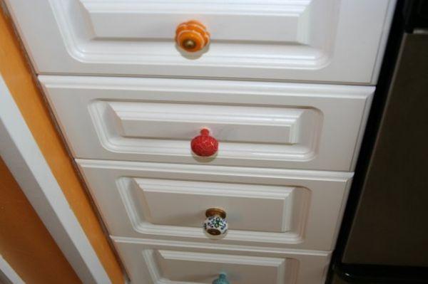 7 Ways To Have Fun With Knobs! Poignées de porte pour les poignées d'armoire!