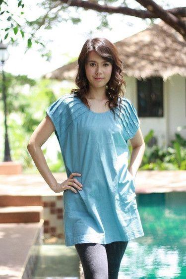 Top Largo azul con detalle plisado en las mangas #DaWanda #hechoamano #diseño #handmade #DIY #moda #fashion #vestido #camiseta #calzado