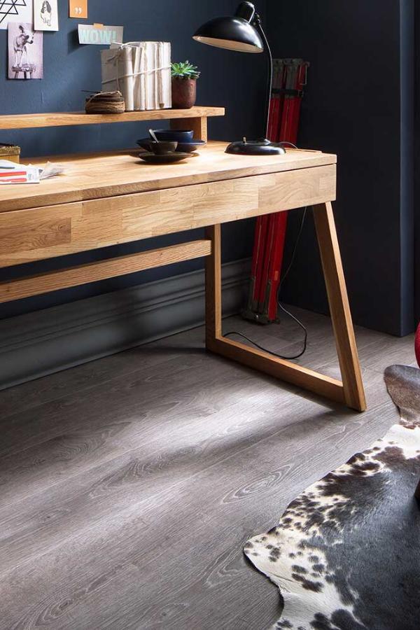 Echtholz Schreibtisch Im Klassischem Design In 2020 Design Schreibtisch Buromobel Design Schreibtisch Holz
