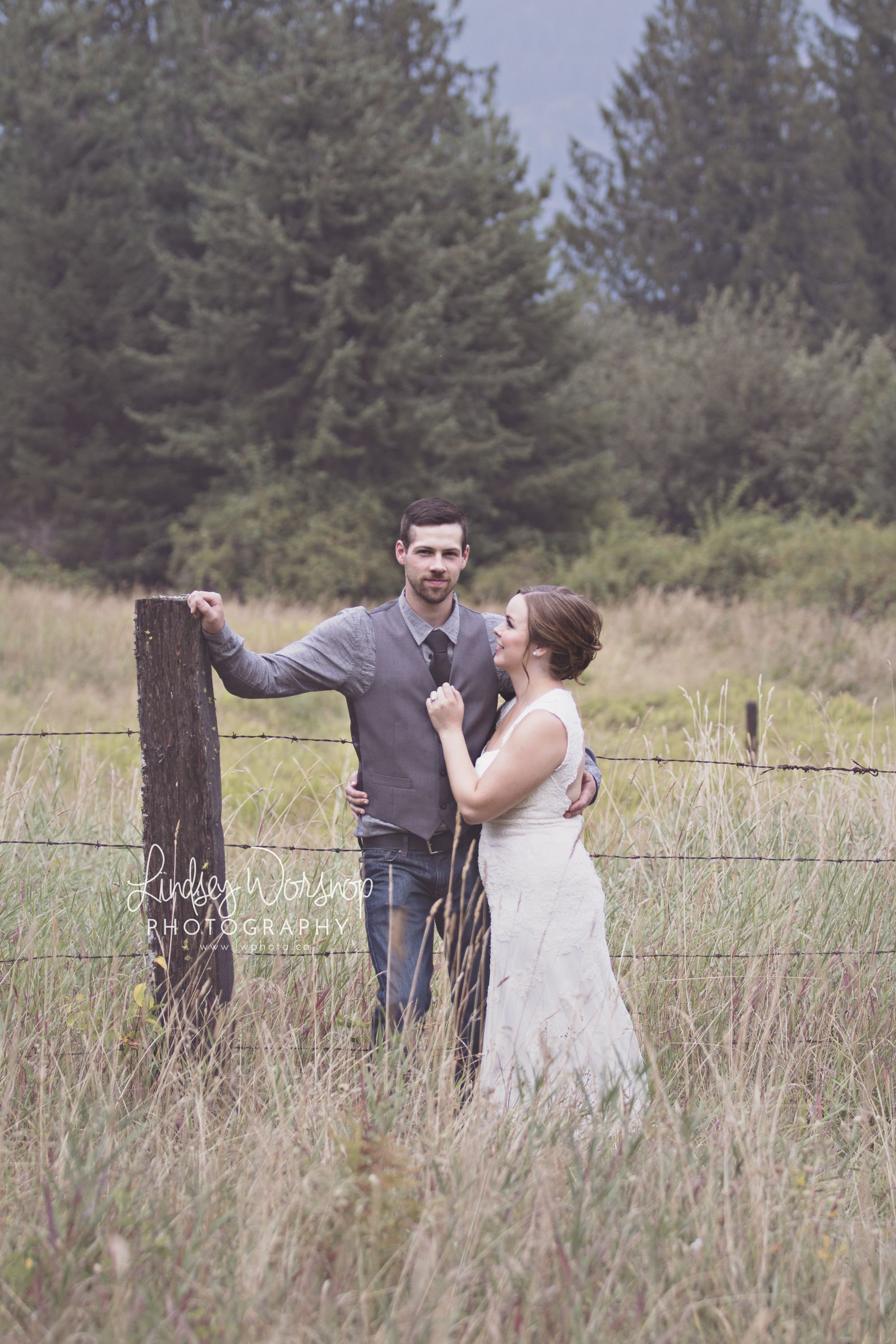 Lindsey Worsnop Photography Country Wedding Wedding Wedding Photo Ideas Wedding Posing Ideas Bride G Outdoor Photographer Wedding Poses Photography