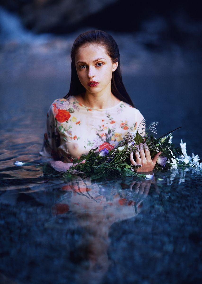 Photographer: Zachar Rise Model: Olena Sichova - Dark Beauty
