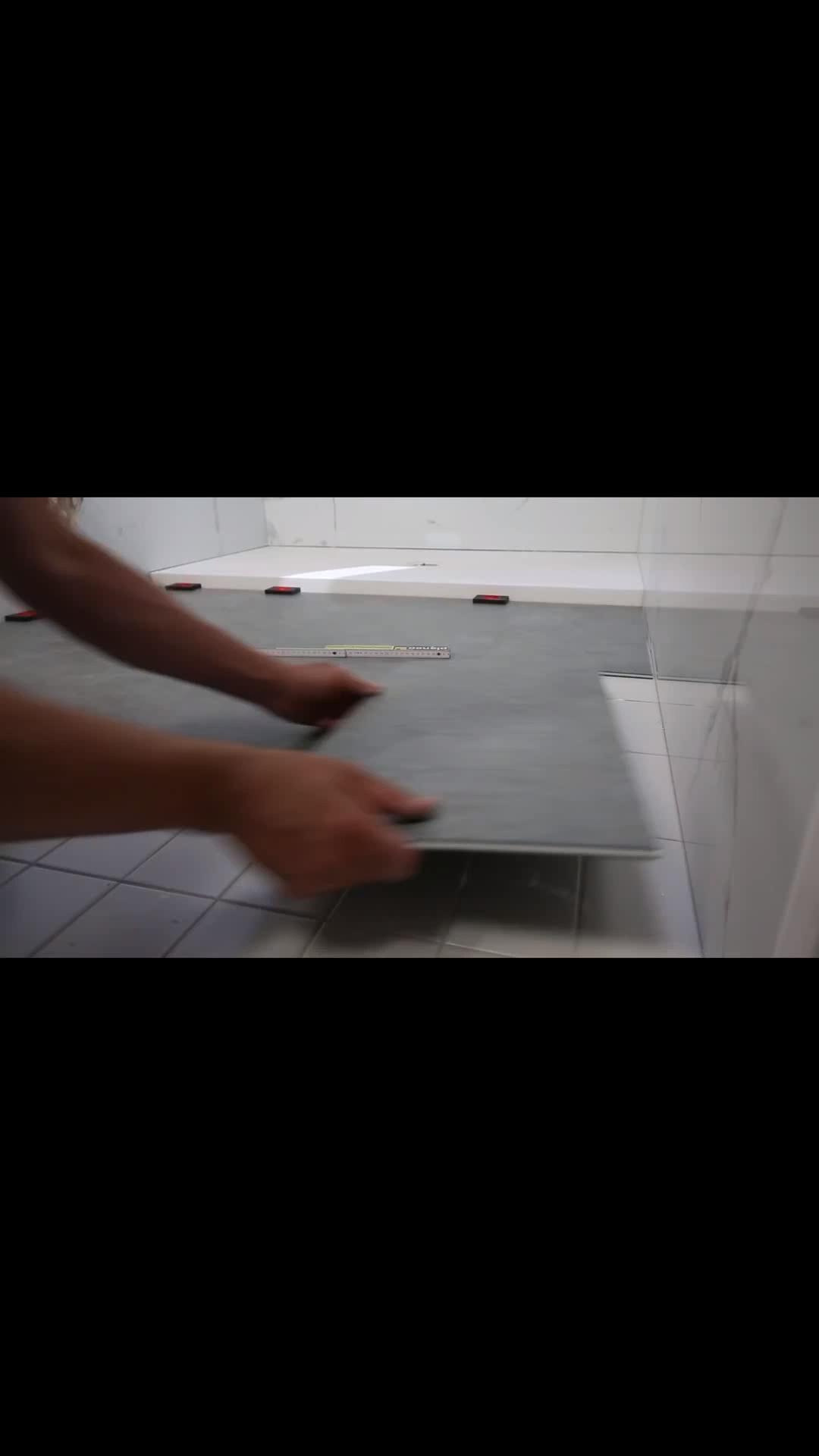Vinylboden auf alte Fliesen verlegen