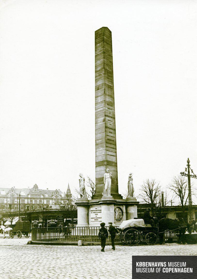 Vesterbrogade, Frihedsstøtten   Tid   Fremstillet: 1912