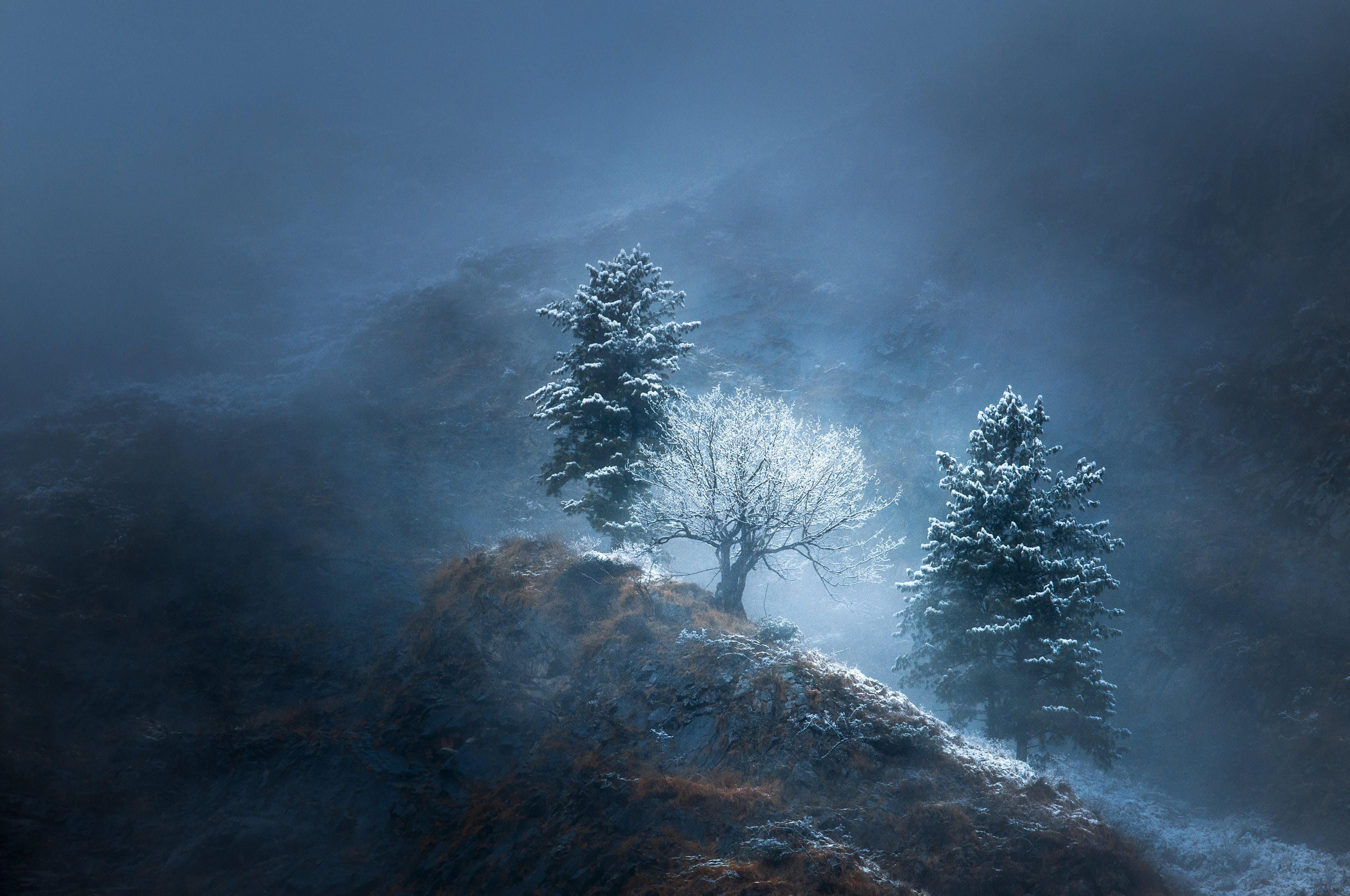 Shot In Chamba Valley Just When It Started To Snow Overcast Weather Gave Amazing Lighting For This Shot Oc 4049x In 2020 Landscape Landscape Photography Earthporn
