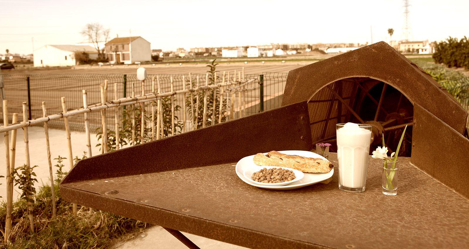Arrocería y horchatería en Valencia Sequer lo Blanch Sequer lo Blanch es el escenario de un conjunto de ofertas gastronómicas y culturales, que se configuran desde Alboraya, a cuantos quieren disfrutar de la acción creativa en ámbitos como el de la chufa y la horchata, la coqueta