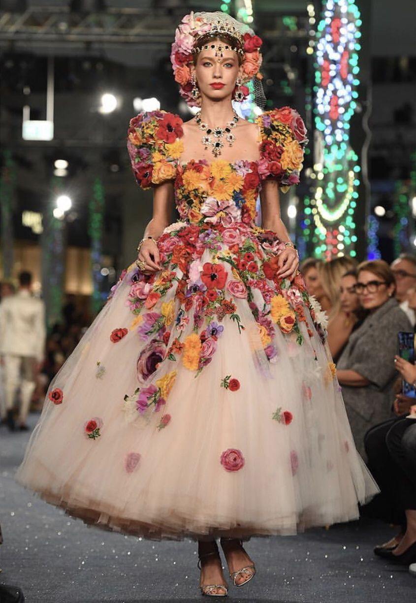 0f39fd86c5f3 Dolce & Gabbana hosted their first show in Dubai and it was as glittering  gorgeous as ever.