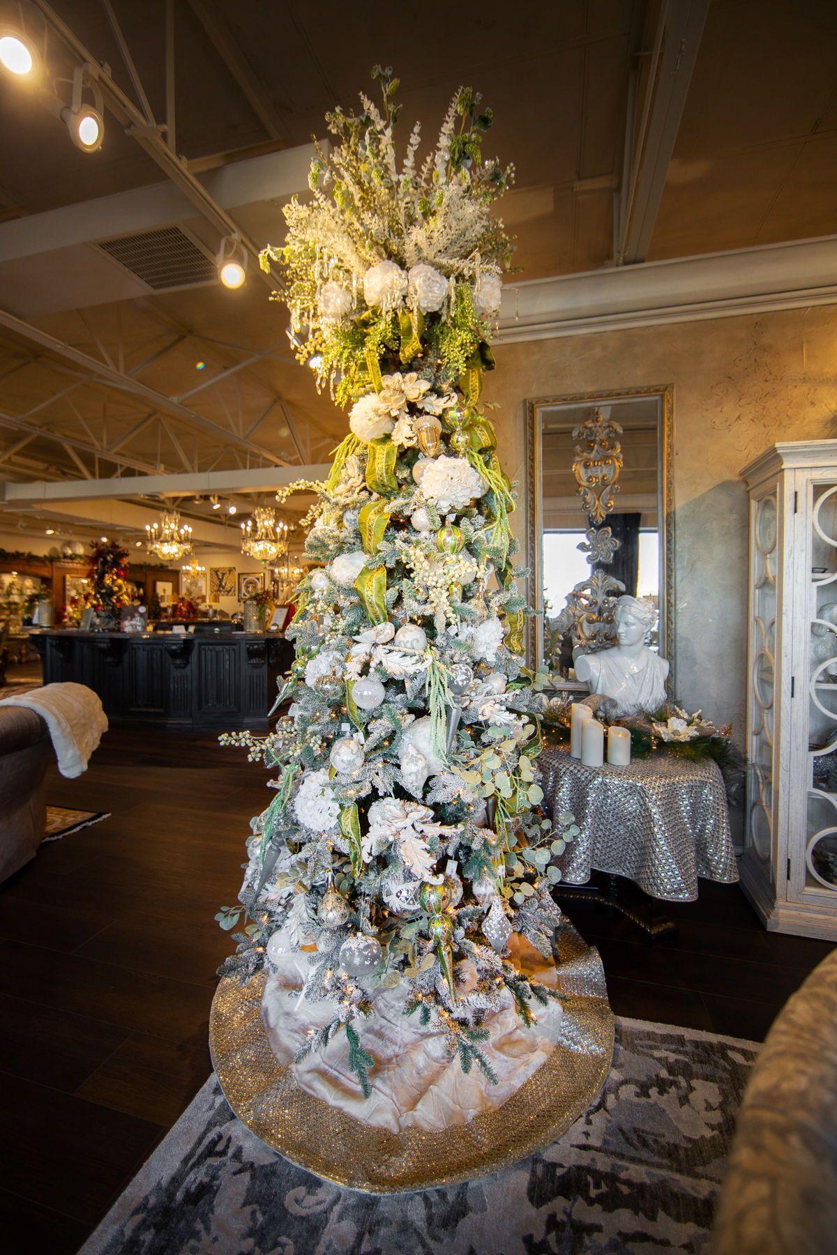 White Christmas Tree Decorating Ideas   Luxury Holiday ...