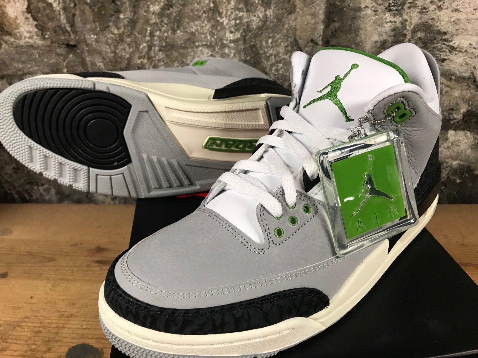 bdb8633d1f6 Air Jordan 3 Retro 136064-006 Smoke Grey Chlorophyll Tinker 2018 NEW SHIPS  NOW