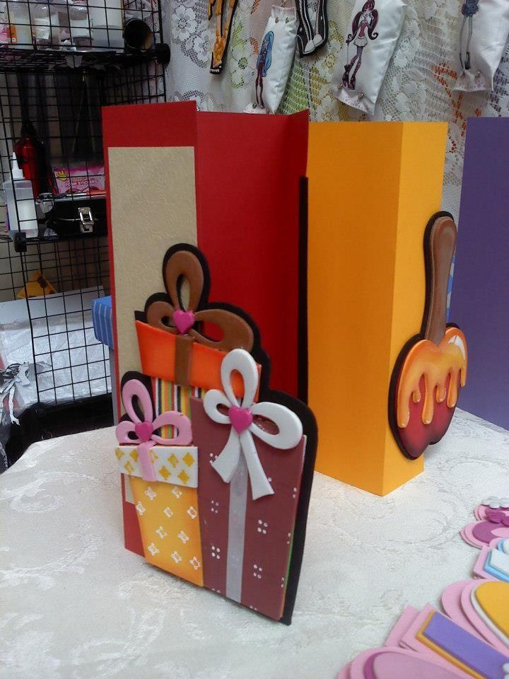 Tarjetas navide as con apliques en goma eva resinada - Manualidades tarjeta navidena ...