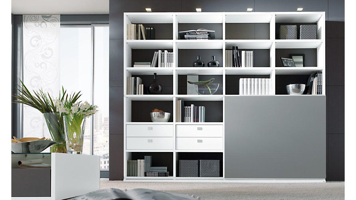 die moderne loddenkemper regalwand mit schiebet r ist ein praktisches wohnzimmerm bel mit. Black Bedroom Furniture Sets. Home Design Ideas