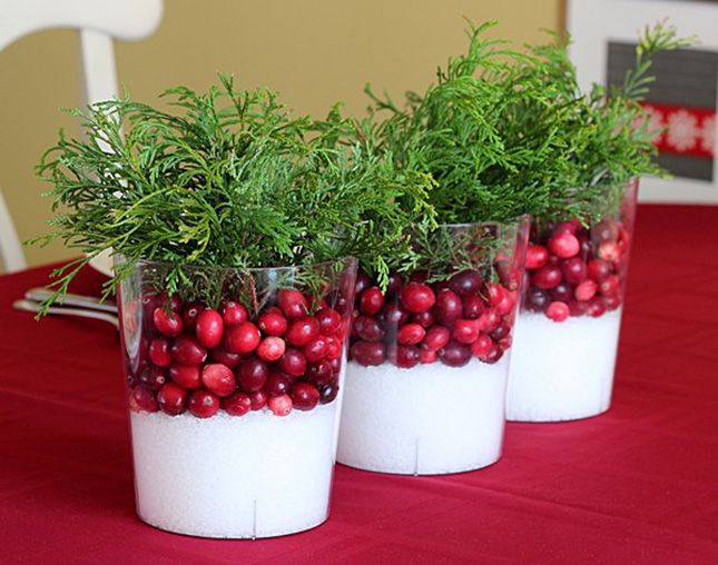 20 eye catching holiday centerpieces to buy diy for Artificial cranberries decoration