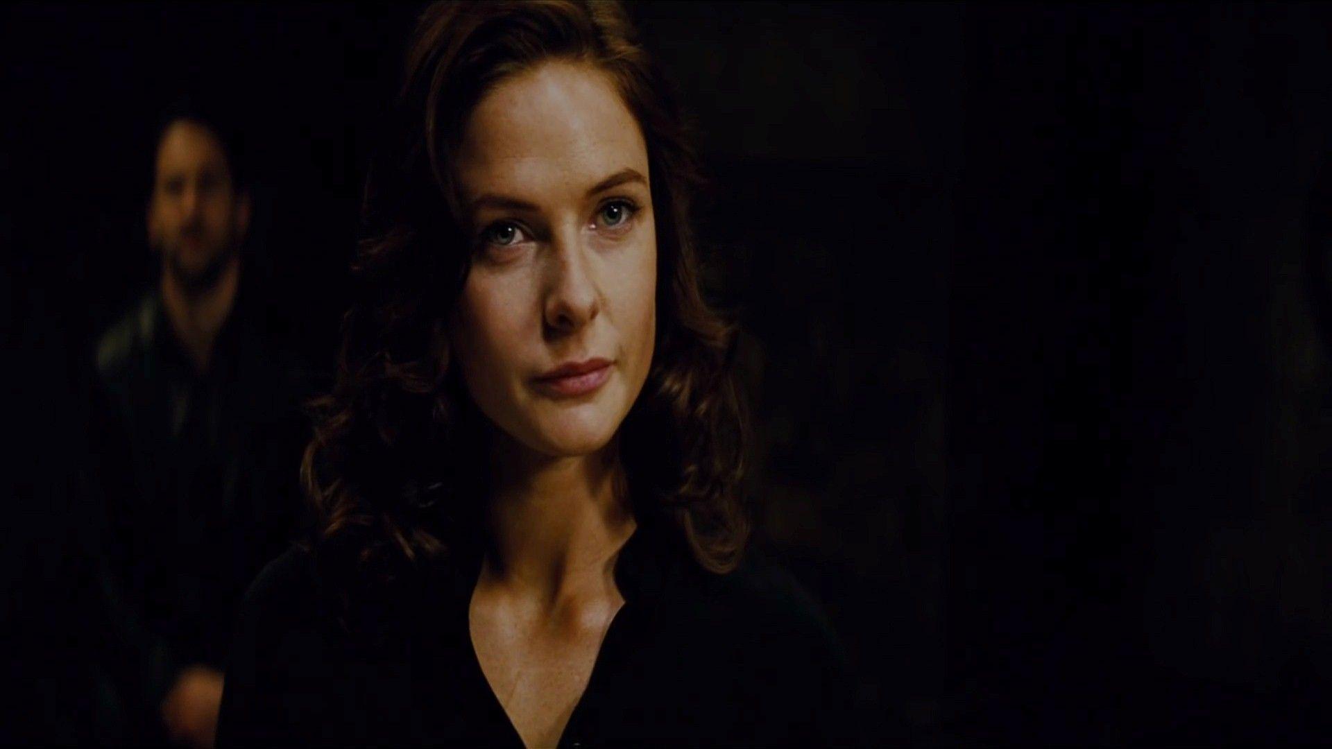 Rebecca Ferguson as Il...