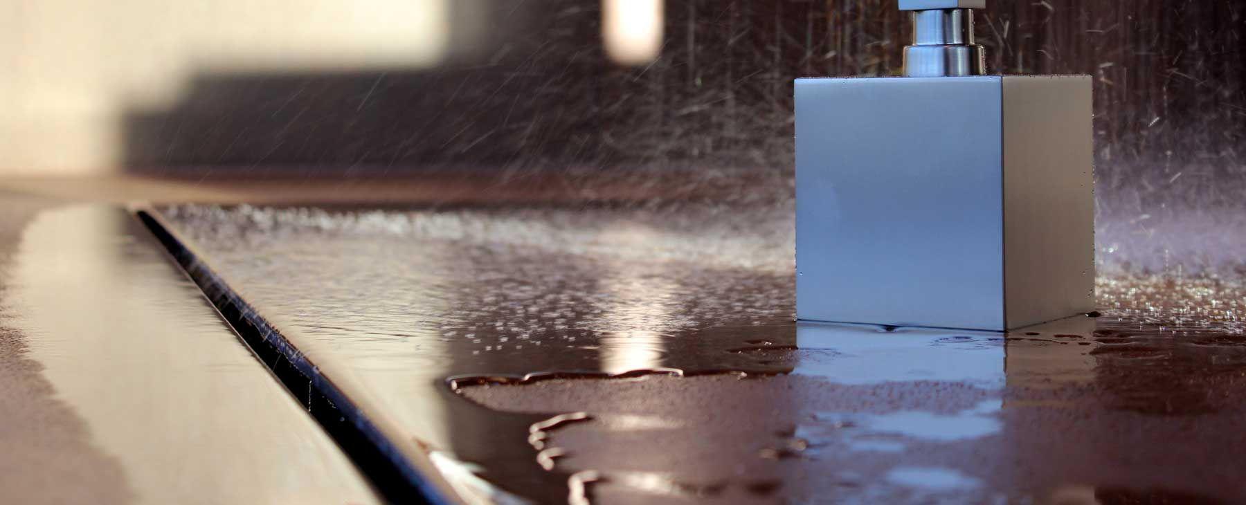 begehbare dusche ohne gef lle durch umlaufende duschrinne badezimmer pinterest duschideen. Black Bedroom Furniture Sets. Home Design Ideas