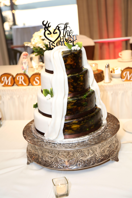 Half Camo Wedding Cake Country wedding cakes, Country