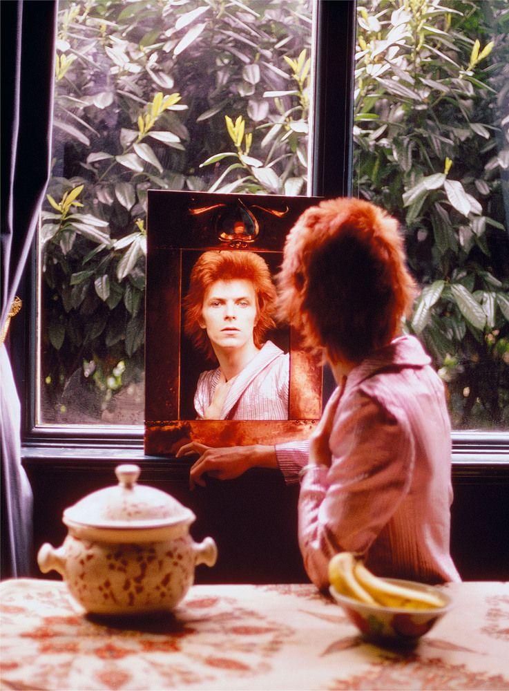 """David Bowie fotografato da Mick Rock. Alla galleria Taschen una mostra con gli scatti """"delluomo che ha immortalato i Settanta""""(FOTO)"""