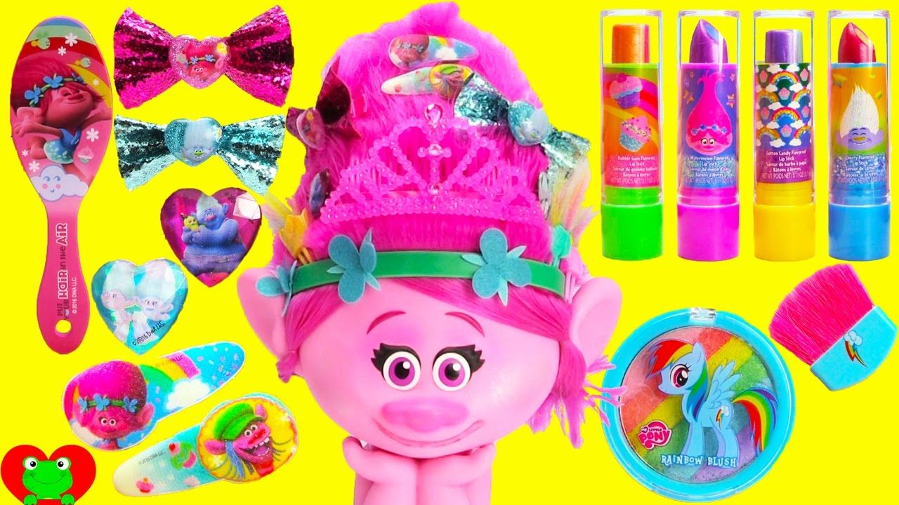 Trolls Poppy Makeup Style Station with Body Glitter and