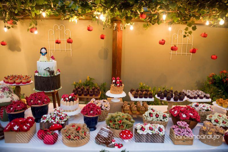 Amor a primeira vista por esta linda Festa Branca de Neve!  Imagens  DFlor  Lindas ideias e muita inspiração.  Bjs, Fabíola Teles.        ...
