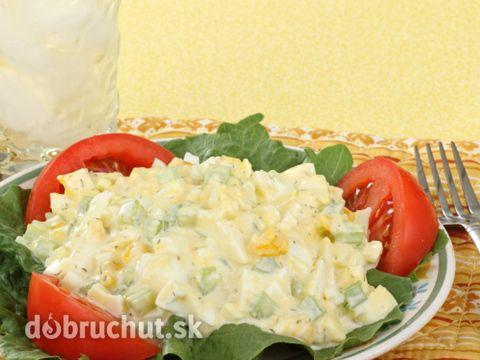 Vajíčkový šalát -  Zemiaky uvaríme šupke. Očistíme zemiaky na drobno ich pokrájame. Vajíčka uvaríme na tvrdo a pokrájame na drobno potom...