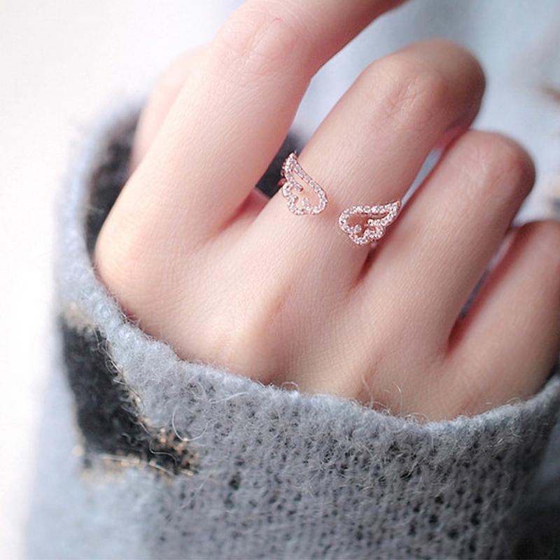 Adjustable vintage style angel wings flower ring