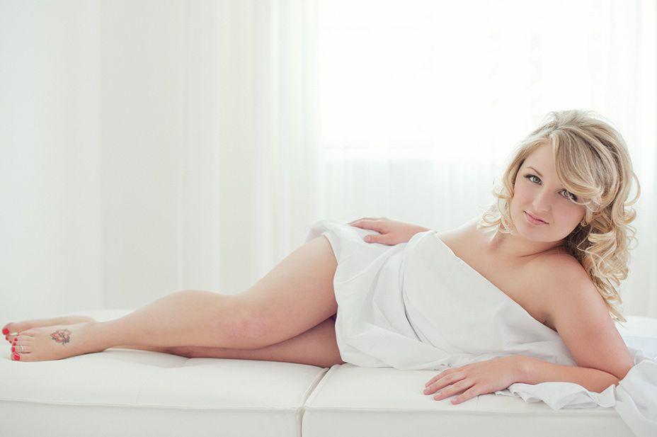 Every boudoir shoot includes complimentary va va voom hair ...