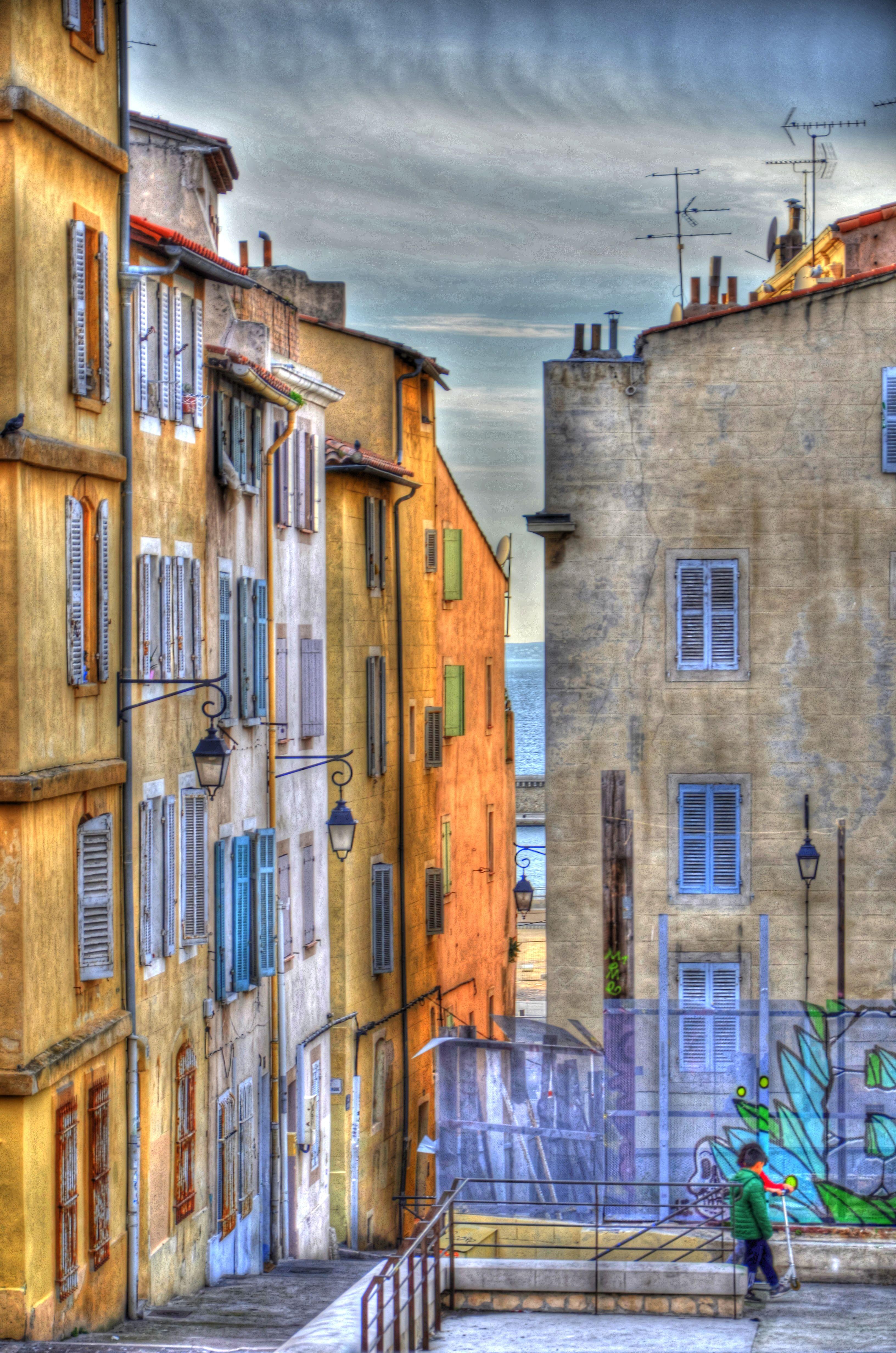 Rue Des Repenties Dans Le Quartier Du Panier A Marseille Le Quartier Marseille Sommier