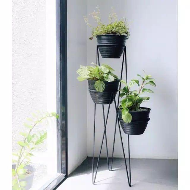 Pin Oleh Feby Diani Bosma Di Teras Balkon Meja Pot Bunga Ide Berkebun Rak Pot Bunga