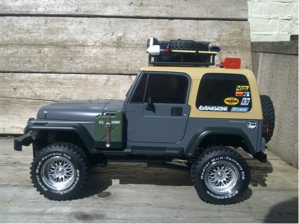 Tamiya Jeep Wrangler with goodies from the side
