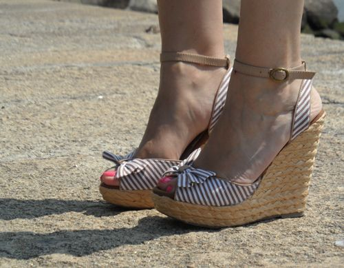 strippes, sandals