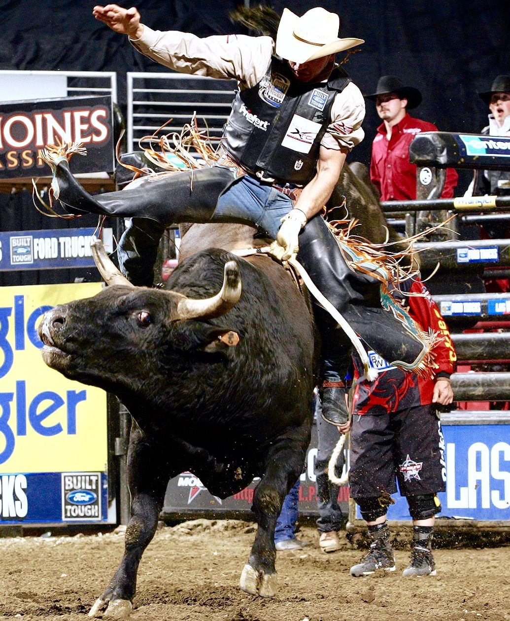 ADRIANO MORAES rides EVIL FORCES for 90.25 in 2005 ...Adriano Moraes Bull Rider