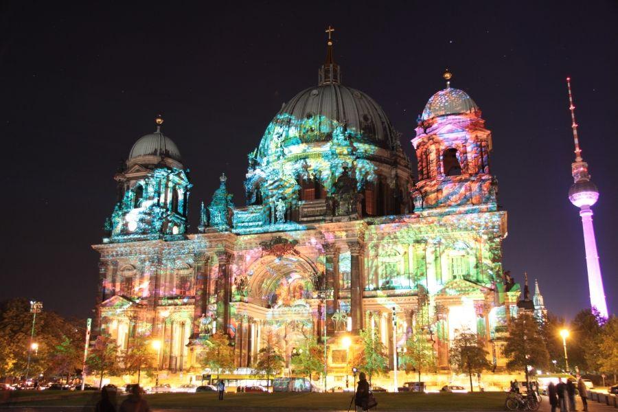 Die Berliner Domkirche Auf Der Spree Und Museumsinsel Museum Insel Festival Lichter Nachtaufnahmen