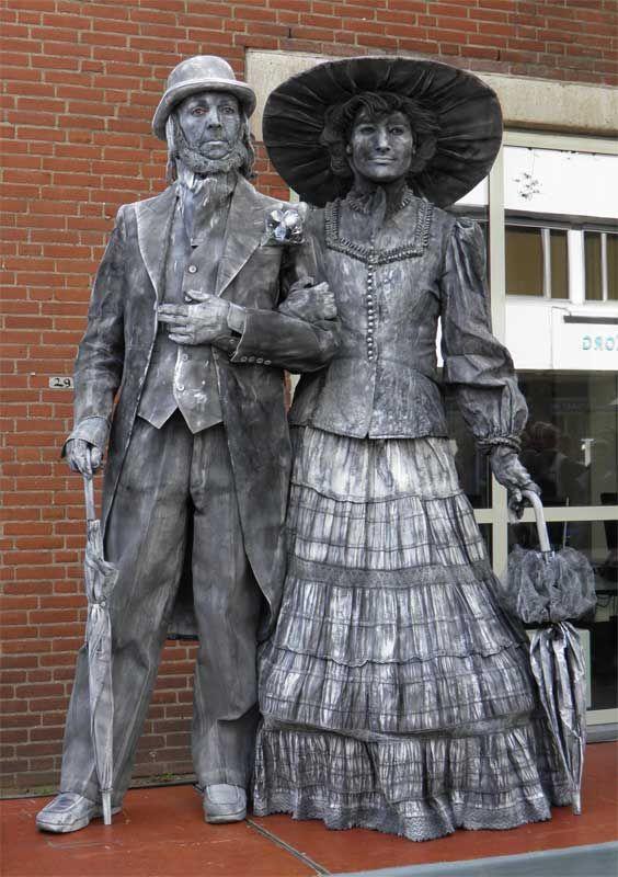 Halloween Arnhem.Living Statues 4 Living Statue Statue Cute Couple Halloween Costumes