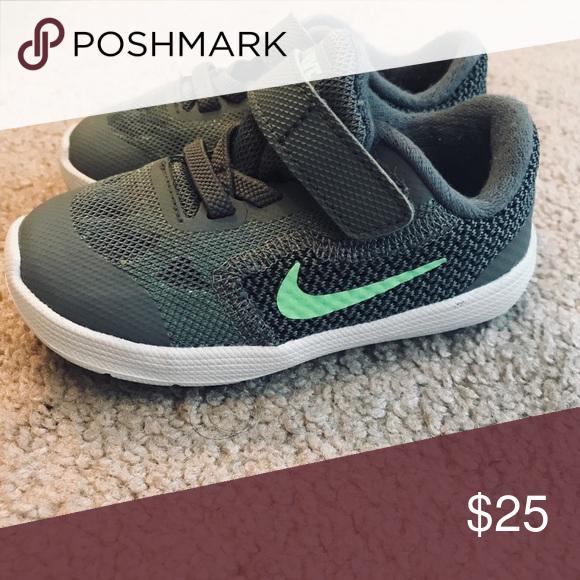 Toddler Boy 6C Nikes Barely worn pair