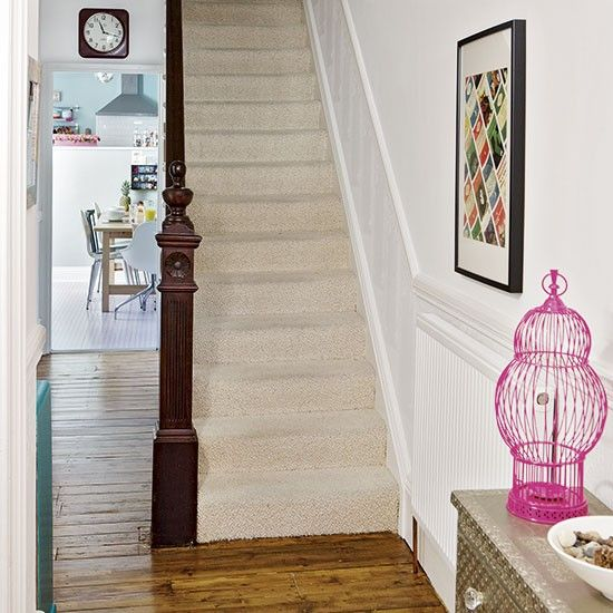 White hallway with eclectic furnishing Decorating housetohome - wohnideen small corridor