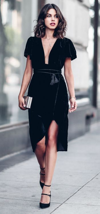 Annabelle Fleur + absolutely gorgeous + stunning velvet dress + heels + clutch + stripped back + authentic aesthetic + We love it!   Dress: Express.