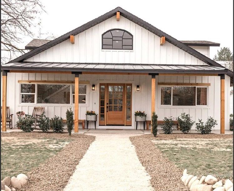Metal Barn Homes >> Love The Black Accents On The Porch Poles In 2019 Barn