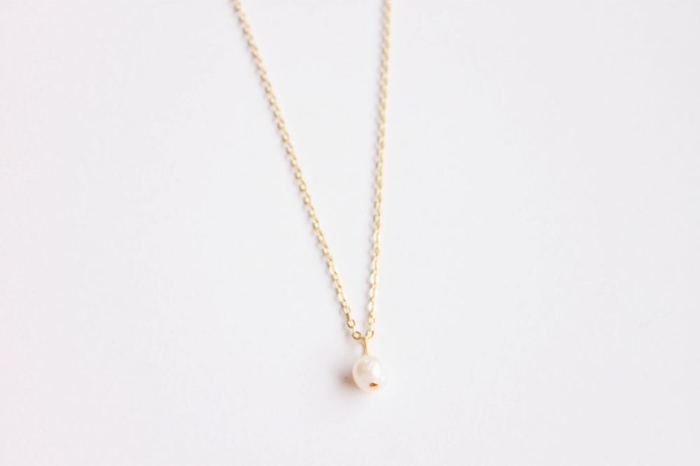 Selena Single Pearl Necklace In 2020 Single Pearl Necklace Necklace For Girlfriend Gold Plated Necklace