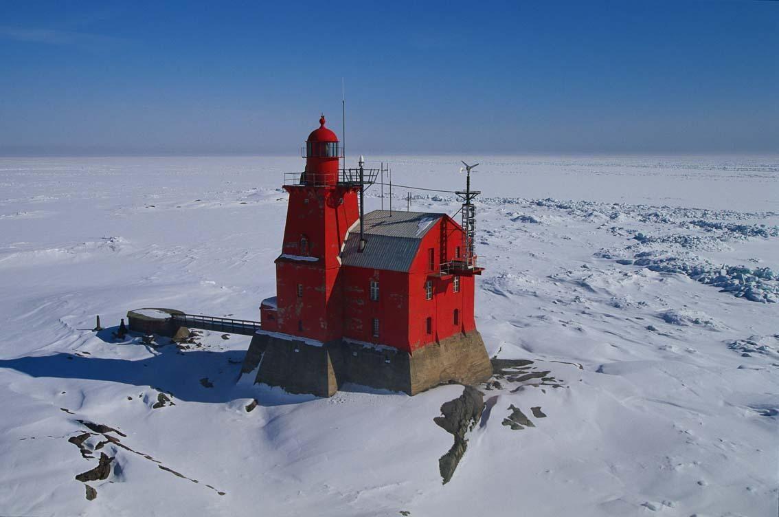 'Kallbåda' Porkkala Lighthouse, Kirkkonummi Fi.  Nine km from south from Porkkalanniemi. Majakan yhteydessä oli asuintilat majakkamestarille ja majakanvartijalle,konehuone,sauna,keittiö ja makean veden säiliö.