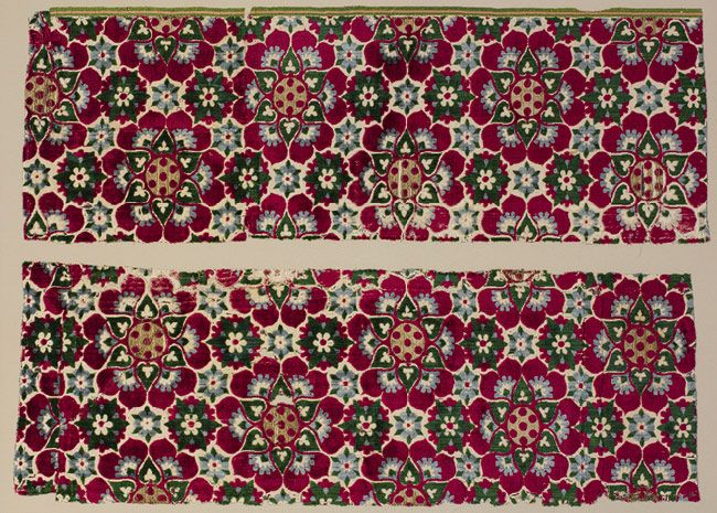Velvet fragments with Medici arms, 1440–1500  Florence or Venice  Silk, metal thread    L. 31 in. (78.7 cm), W. 21 in. (53.3 cm)  Fletcher Fund, 1946 (46.156.118)