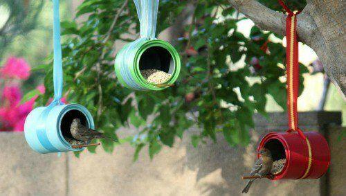 vogelfutterhaus selber bauen bunt bemalte Dosen