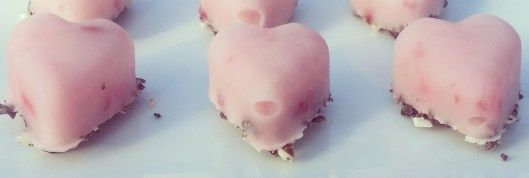 Healthy Valentines Snack Make your own smoothie, pour in heart ice cube tray sprinkle graham cracker crumbs on top and freeze.