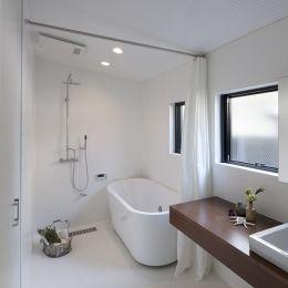中古戸建てリノベの既成概念を変えるモデルケースの部屋 バスルーム リノベーション 浴室 浴室 ユニットバス バスルーム