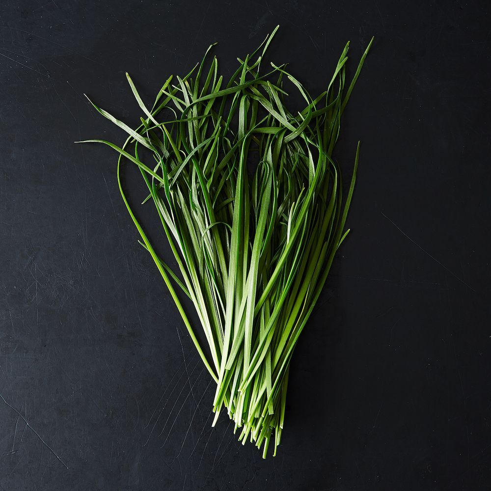 Garlic Chives And How To Use Them Garlic Chives Chives Plant Garlic