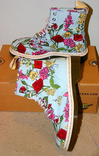BNIB Dr Martens 'Cashlin Blue' Rainbow Multicolour Floral 8 Eye Boots | eBay